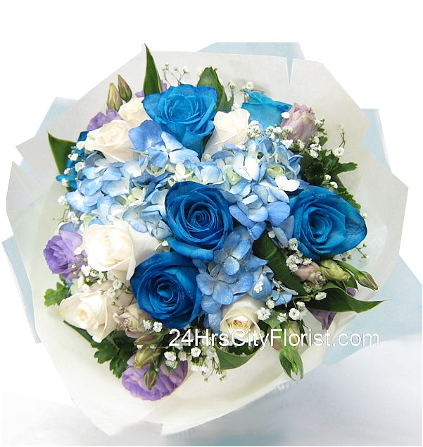 blue rose with hydrangea bouquet