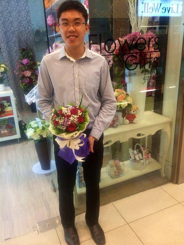 Mr Lau ready proposing to his gf with this bouquet
