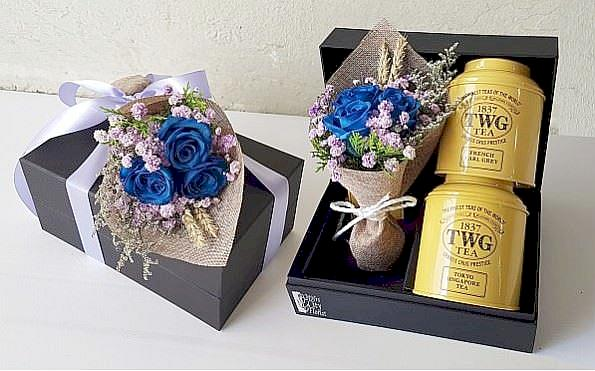 fine tea gift set with flowers