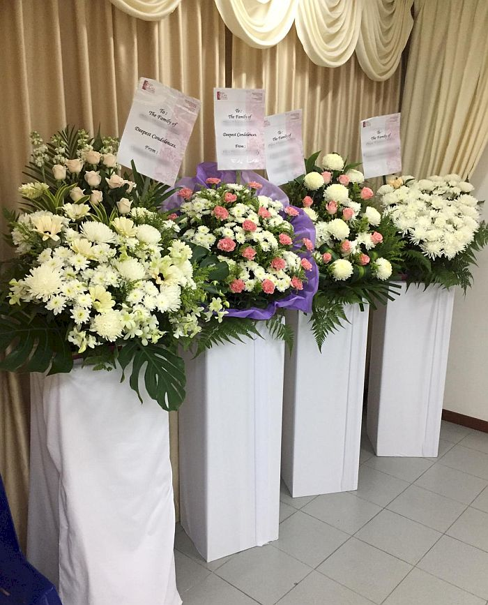 Expressing Sympathy To The Family Of The Decease In Singapore 24hrs City Florist