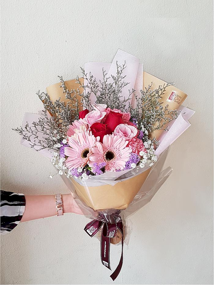red pink flower bouquet